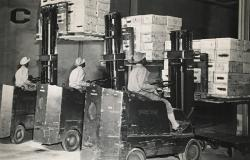 490th Port Battalion members operating finger-lift trucks in New Orleans, June 1943. Courtesy of National Archives and Records Administration (172165)