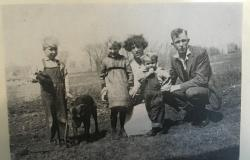 John Jr., Genevieve, and E.O. Harris with cousins, 1922. Courtesy of the Havensville Historical Society.